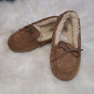 UGG slip on loafer slipper shoe 2 big kid
